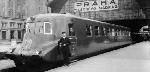 Slovenská strela ve stanici Praha-Hlavní nádraží 1936.