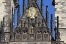 Kalich s hostií byl na průčelí umístěn jako gesto ekumenického smíření.