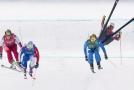 Skikrosař Christopher del Bosco při pádu ve svém závodě.