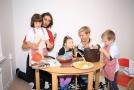 Dagmar Herrmannová s kolegou a dětmi.