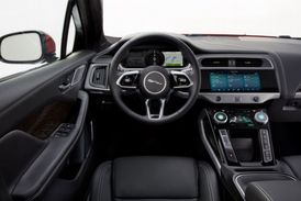 Uspořádání interiéru optimalizuje prostor pro cestující.