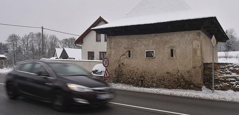 182f9927a Stav silnic. Sníh po celém Česku komplikuje dopravu, vozovky namrzají