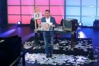 Ředitel TV Barrandov odhaluje šokující informace o šéfovi ČT Petru Dvořákovi.