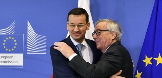 Jean-Claude Juncker (vlevo) a Ministr Mateusz Morawiecki.