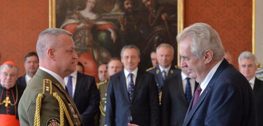 Vlevo poradce ministryně Žižka.