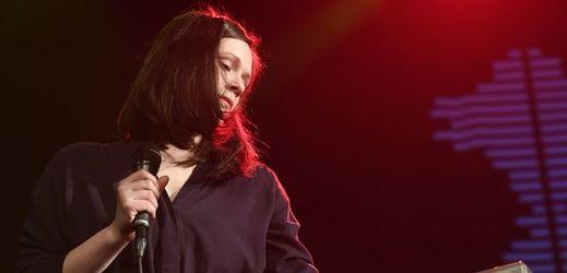 Veronika Buriánková z táborského dua Kalle, které vystoupilo v pražském Paláci Akropolis, kde převzalo cenu české hudební kritiky Apollo za album Saffron Hills.