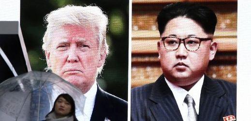 Trump přijal Kimovu nabídku k setkání, sankce budou trvat.