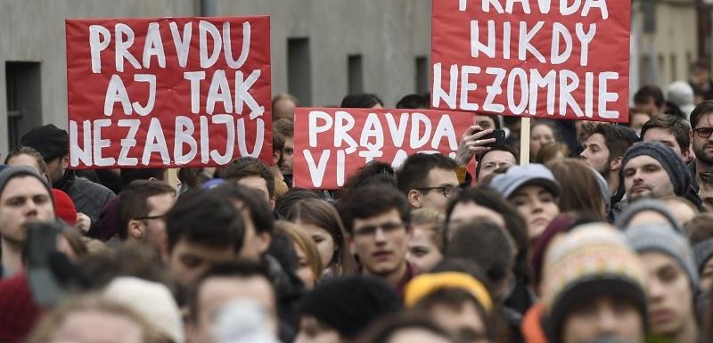 e3568084e01 Protest proti slovenské vládě se uskutečnil také před slovenským  velvyslanectvím v Praze.