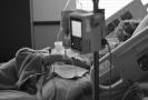 Ležení v posteli v pyžamu zpomaluje rekonvalescenci, tvrdí zdravotní sestra v Anglii (ilustrační foto).