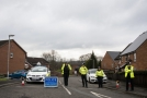 Policie blokuje silnici blízko domova bývalého ruského špiona Sergeje Skripala v Salisbury.