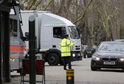 Hlídaná ruská ambasáda v Londýně.