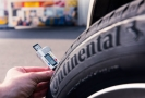 Je dobré znát hloubku dezénu pneumatik (ilustrační foto).