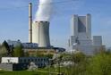 Výhled z výšky 144 metrů nejen na důl Bílina, ale i výrazné stavby ve městech a v krajině, poskytuje jedna z věží kotelny (vpravo) nového zdroje elektrárny.
