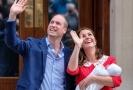 Kate s Williamem ukázali novorozeného chlapce.