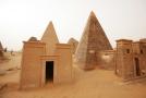 Pohřební komory jsou v hloubce asi deseti metrů pod pyramidou.