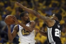 Obhájce titulu Golden State slaví postup do čtvrtfinále play-off NBA. Uspěla také Philadelphia.