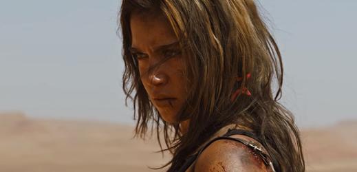 Matilda Lutzová v roli Jennifer.