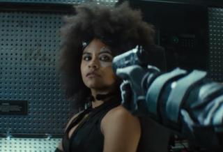 Nová postava Domino svým charismatem film příjemně osvěžila.