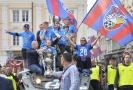 Plzeňští fotbalisté si užili mistrovské oslavy jízdou v tanku centrem města.