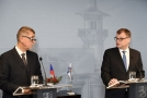 Premiér v demisi Andrej Babiš (vlevo) se ve Finsku sešel se svým protějškem Juhou Sipilem.