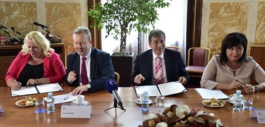 Ministři vlády v demisi podepsali 22. května 2018 v Praze se zástupci plynařů memorandum o dlouhodobé spolupráci v oblasti rozvoje vozidel na zemní plyn pro období do roku 2025.