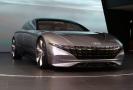 Hyundai vsadil na evoluci zvanou Sensuous Sportiness, kterou prezentoval ve studii HCD-1 Le Fil Rouge Concept.