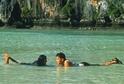 Na snímku herec Leonardo DiCaprio a herečka Virginie Ledoyenová ve filmu Pláž.