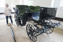 Masarykův kočár si mohou lidé prohlédnout v kladrubské kočárovně.