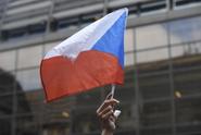 Nevěrný politik Čechům nevadí, ale nesmí brát úplatky