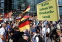 Ulice Berlína zaplavili příznivci i odpůrci opoziční strany AfD.