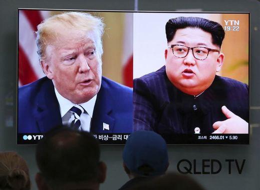 Donald Trump a Kim Čong-un (vpravo).
