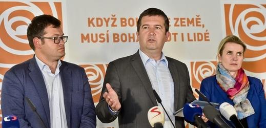 Vedení ČSSD: zleva Jan Chvojka, Jan Hamáček a Jana Fialová.