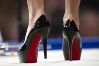 3dee8b7254 Ochranná známka. Soud EU o lodičky s rudou podešví skončil. Louboutin bitvu  vyhrál. Francouzského výrobce luxusní obuvi ...