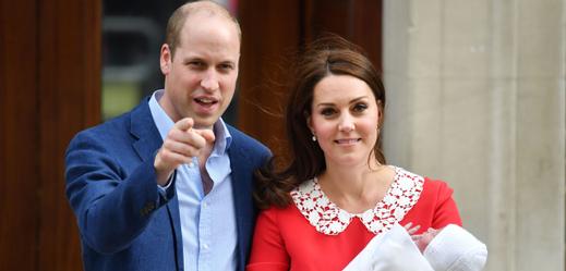 Princ Williams a vévodkyně Kate s narozeným potomkem.