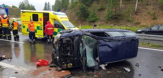 Záběr z autonehody.