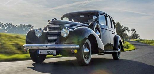 Jedním z veteránů je i Škoda Superb 3000 OHV (1939).