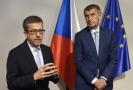 Evropský komisař pro vědu, výzkum a inovace Carlos Moedas (vlevo) vystoupil 14. června v Praze na tiskové konferenci po jednání s premiérem Andrejem Babišem.