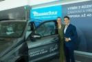Karolína Plíšková spolu s manažérem Michalem Hrdličkou a svým novým vozem.