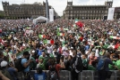Mexičtí fanoušci slaví vítězství nad Německem.