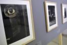 Na snímku vlevo je fotografie z cyklu Čas trvá Jaromíra Funkeho, vytvořená v roce 1932.