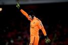 Zamáva Čech fanouškům Arsenalu a půjde do Neapole?