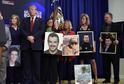 Donald Trump s rodinami, jejichž příbuzní byli zavražděni migranty bez dokumentů.