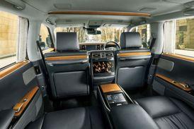 Luxusní výbava cestujících na zadních sedadlech.