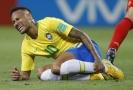Neymar s bolestivou grimasou.