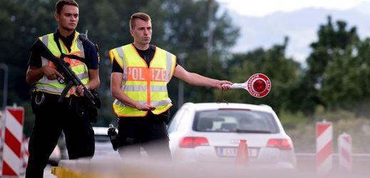 Rakouská policie na hranicích.