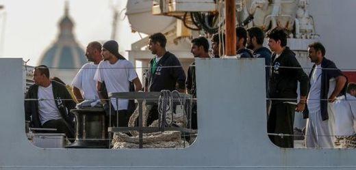 Loď italské pobřežní stráže Diciotti.