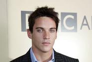 Jeden z nejkrásnějších herců byl zatčen za agresivní chování v letadle