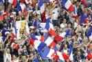 Přední stránky francouzských deníků plní noví fotbaloví šampioni.