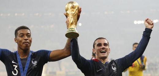 Vítězní Francouzi obrdží nejvyšší státní vyznamenání.
