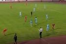 Trenér srbského týmu Radnički Niš Nenad Lalatovič předvedl skvělé technické dovednosti.